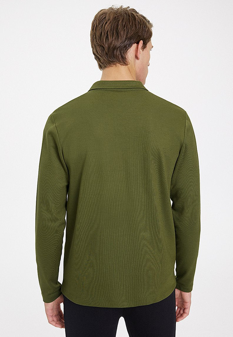 ESSENTIALS OVERSHIRT in Capulet Olive
