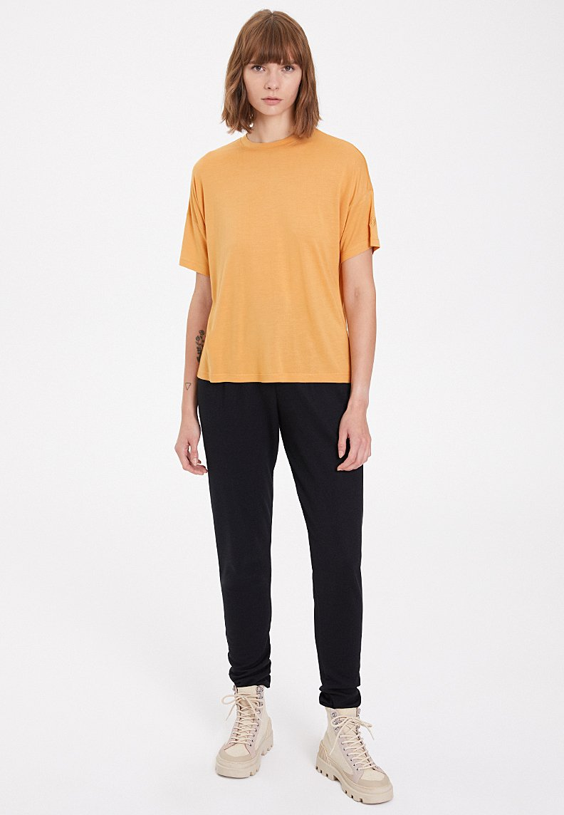 ESSENTIALS SCOOP NECK LOOSE TEE in Pale Gold
