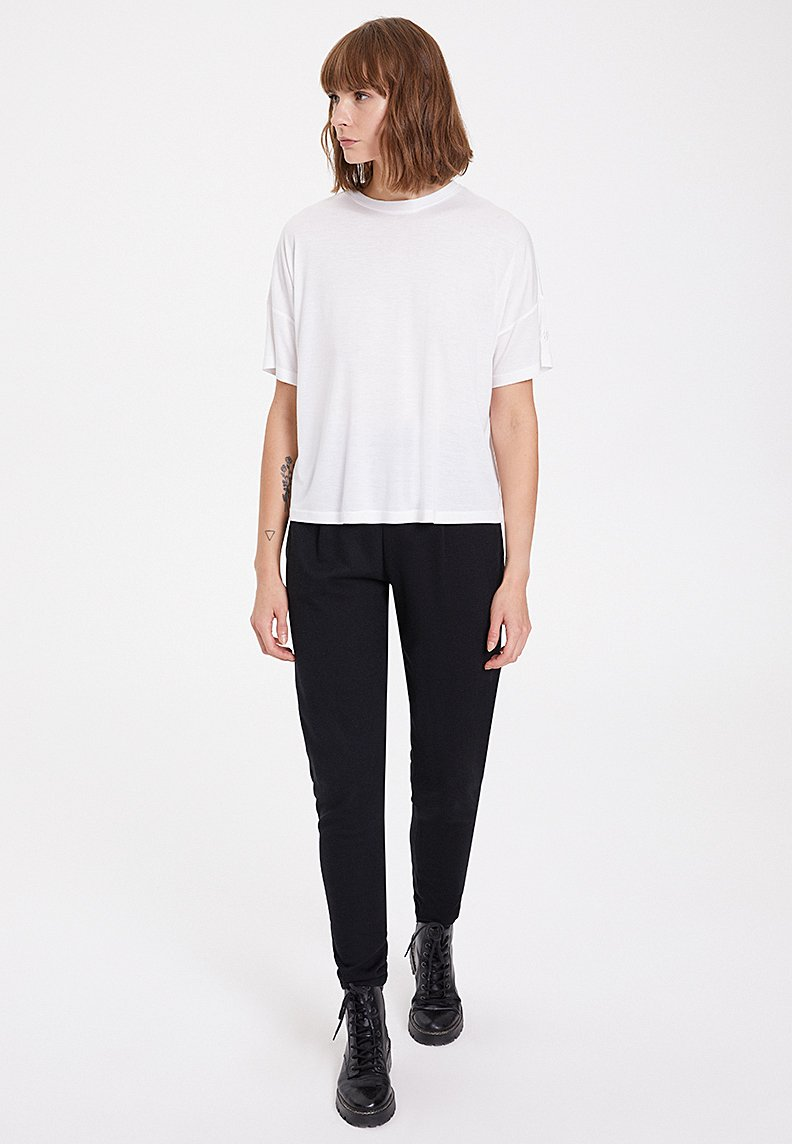 ESSENTIALS SCOOP NECK LOOSE TEE in White