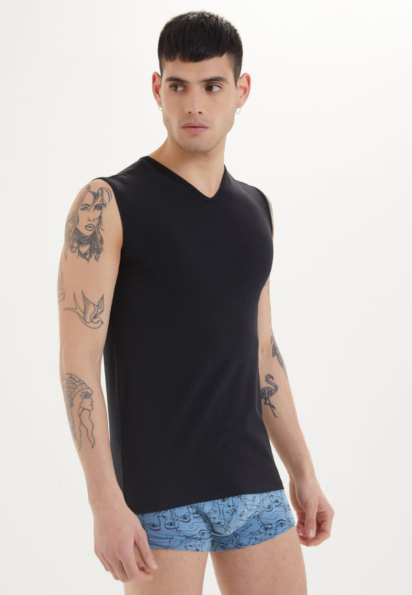 SLEEVELESS V-NECK in Black