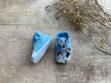 Load image into Gallery viewer, Handmade Soft Sole Leather & Cowhide Baby Shoes