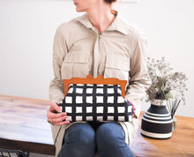 Load image into Gallery viewer, Wooden Frame Clutch Bag with Removable Shoulder Strap - Square