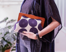 Load image into Gallery viewer, Wooden Frame Clutch Bag with Removable Shoulder Strap - Dot
