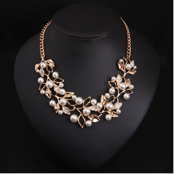 Flower necklace statement necklace for women (front view)