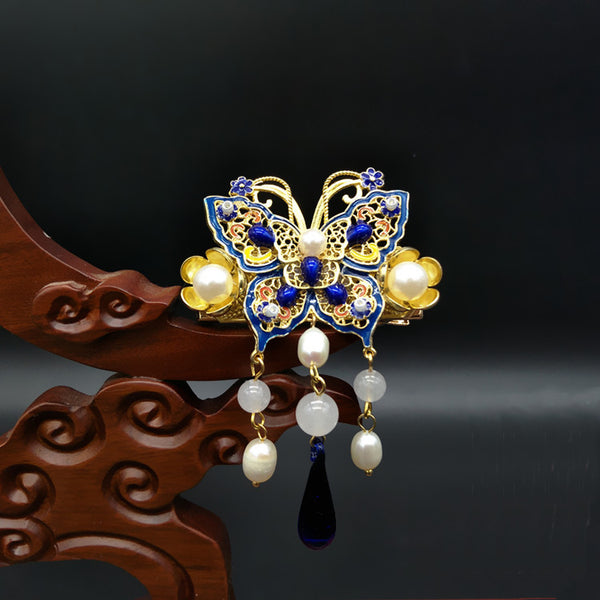 This brooch pin let you show off a special Oriental style