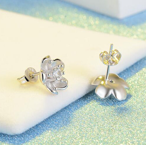 Snowy sakura flower earrings Sterling silver stud earrings for women Cheap earring (back view)