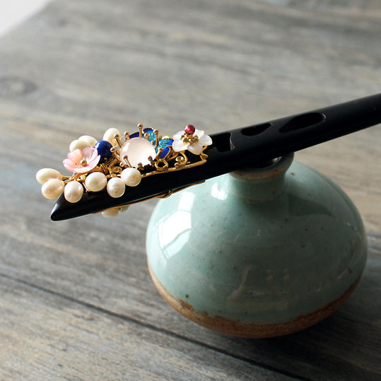 Hair stick in Oriental style, with traditional enamel cloisonne blue butterfly
