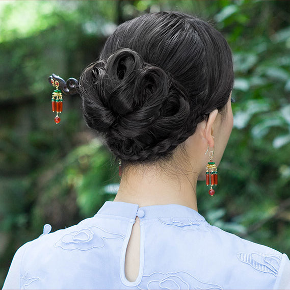 bun hairstyle model demonstration