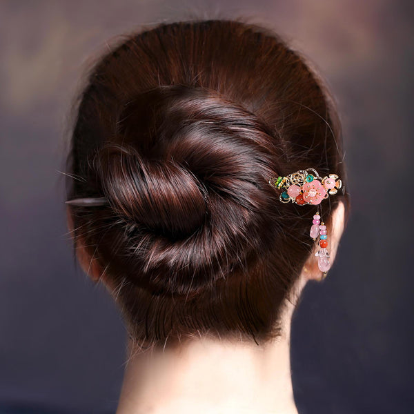 bun hairstyle model demonstration 2