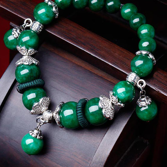 Charm bracelet for women, with green jade beads and Tibetan silver decorations