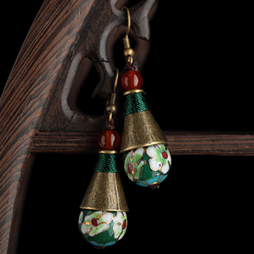 dangle earrings in Oriental style, in cone shape, with precious red agate beads