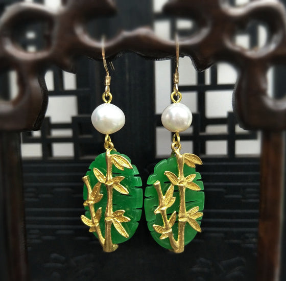 Dangle earrings for women, with jade and pearls