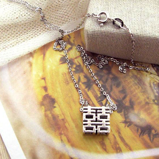 full view of the necklace, square pendant 2