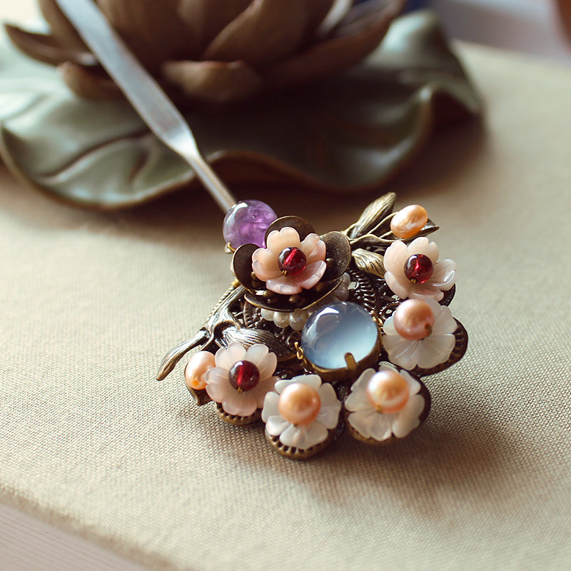 Hair stick with flowers and pearls, in Oriental style