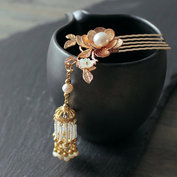 kanzashi hair comb with gold flowers and tassels