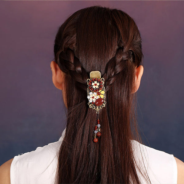 braided hairstyle, model demonstration