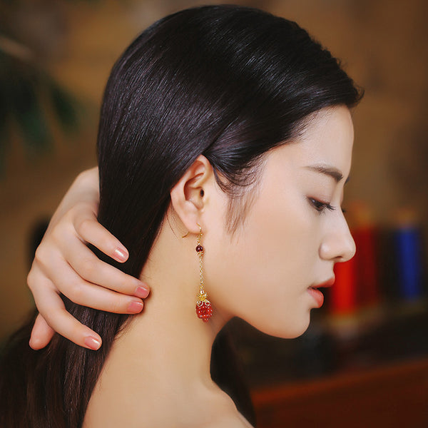 model demonstration, dangling from the ear lobe