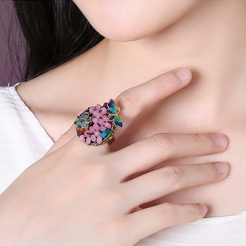 Casual yet elegant ring with adjustable size