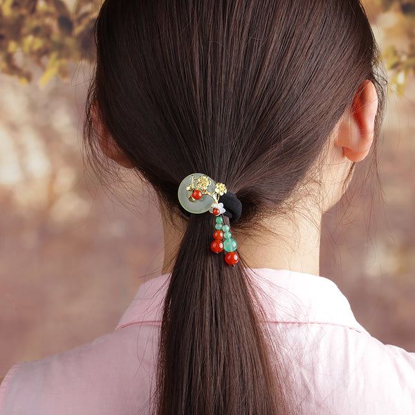 this scrunchie is good for ponytails too