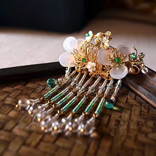 tassels of the kanzashi