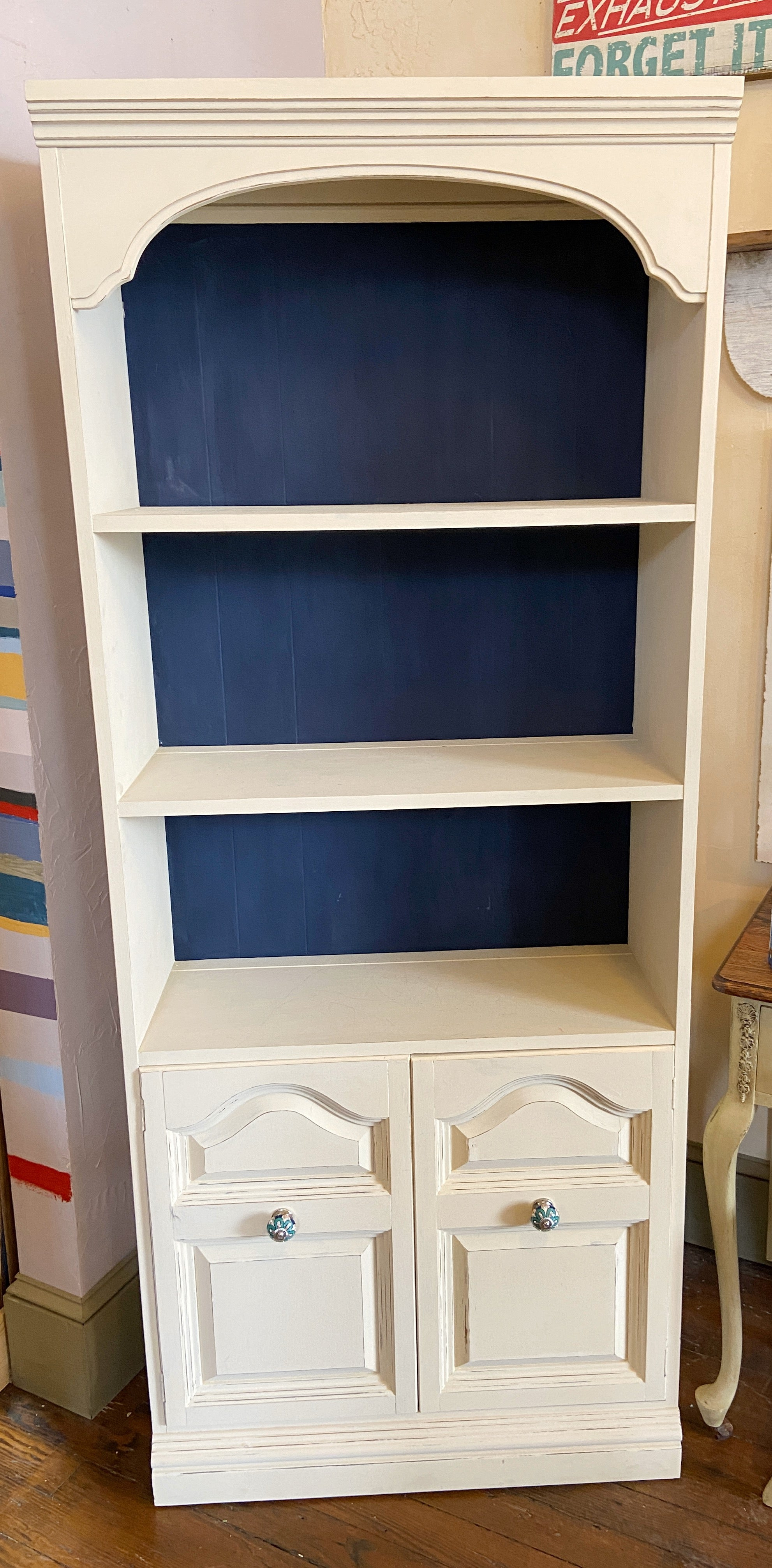 Shelf Unit with Double Doors