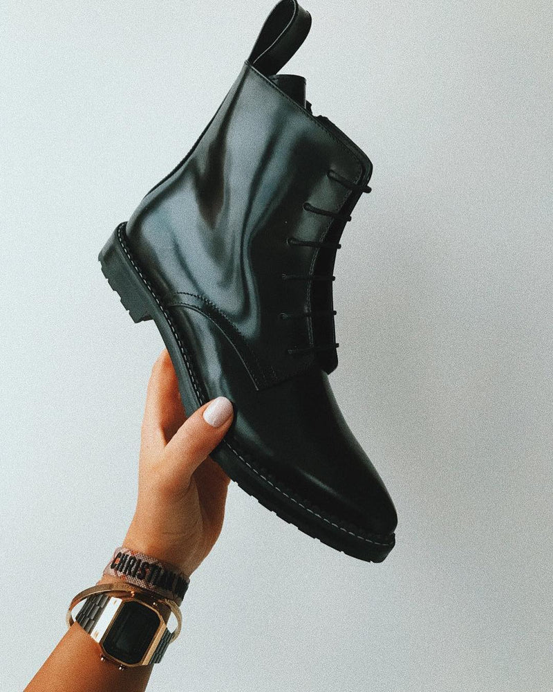 lace up boots pointed toe
