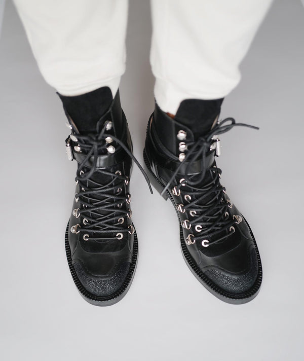 DOUBLE LACES HIKING BOOTS