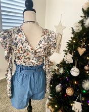 Load image into Gallery viewer, Wrap Floral Print Crop Top