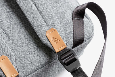 Bellroy Slim Backpack 16L ryggsekk - Ash bærestropper detalj