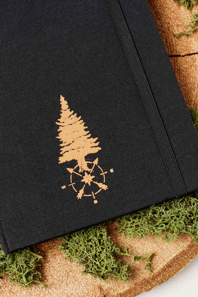 United by Blue Carpenter Traveler Journal reisedagbok - Black tre detalj
