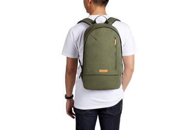 Bellroy Campus Backpack Olive ryggsekk på ryggen
