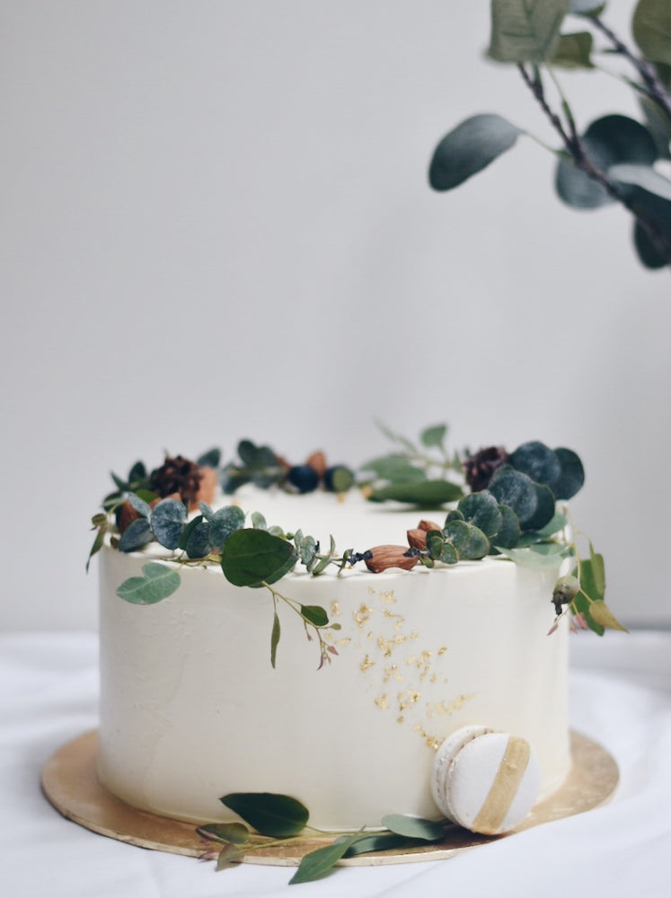 Customised Minimalist Wreath Birthday Cake | Zee & Elle