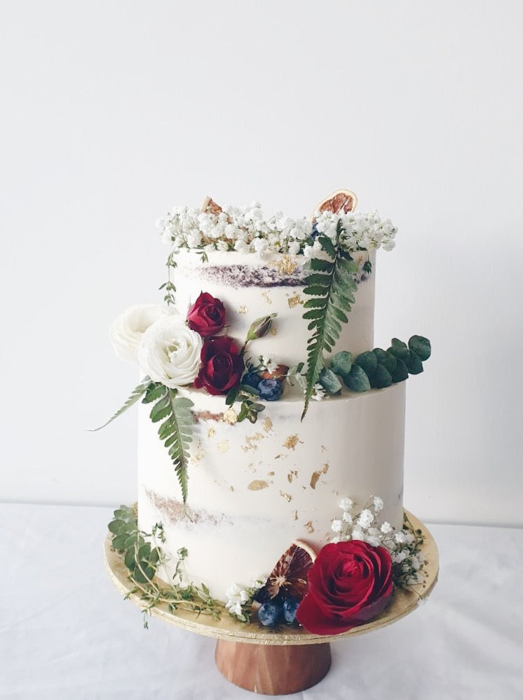 Minimalistic Baby Breath and Roses Cake