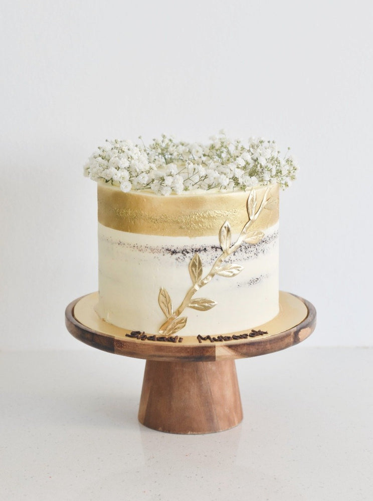 One-Tier Gold Babybreath Cake