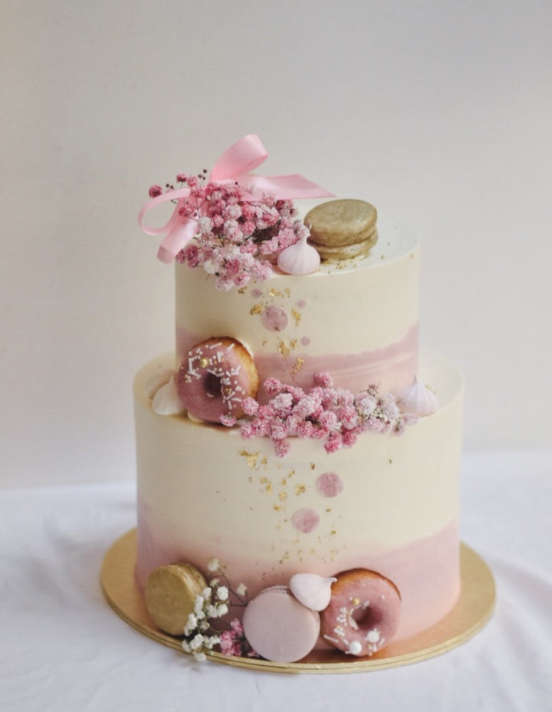 Pink babybreath ribbon cake