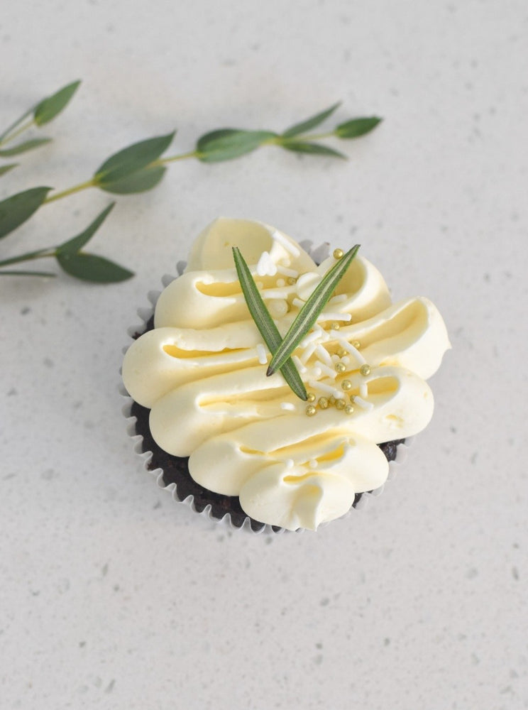 White & Gold Rustic Cupcakes