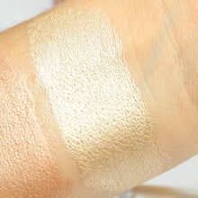 AIM Sparkle liquid highlighter Drama swatch
