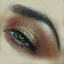 Gold digger glitters make-up look AIM Sparkle