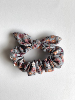 Hair scrunchie with bow.