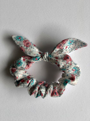 Floral print hair scrunchy with bow.