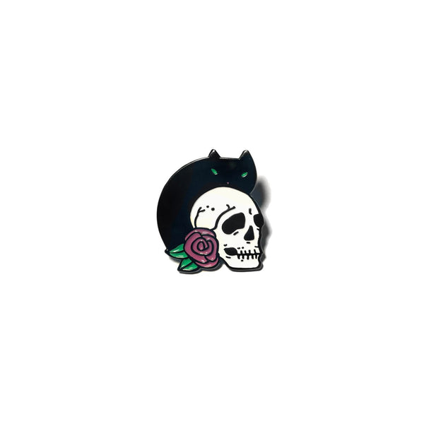 Cat with Skull and Roses, Soft enamel pin / button. Spooky kitty kitten. Witch witchy halloween