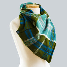 Load image into Gallery viewer, Strahan - 100% Wool Bandana Scarf