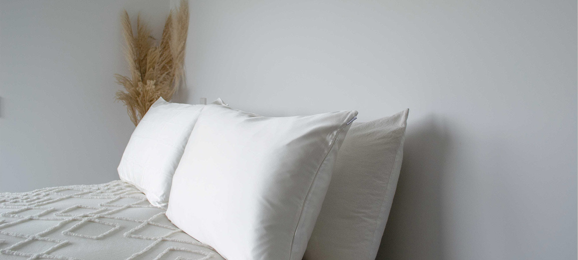 the benefits of sleeping on silk pillowcases