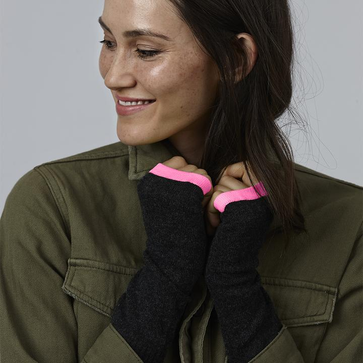 Cashmere Wrist Warmers in Charcoal/pink