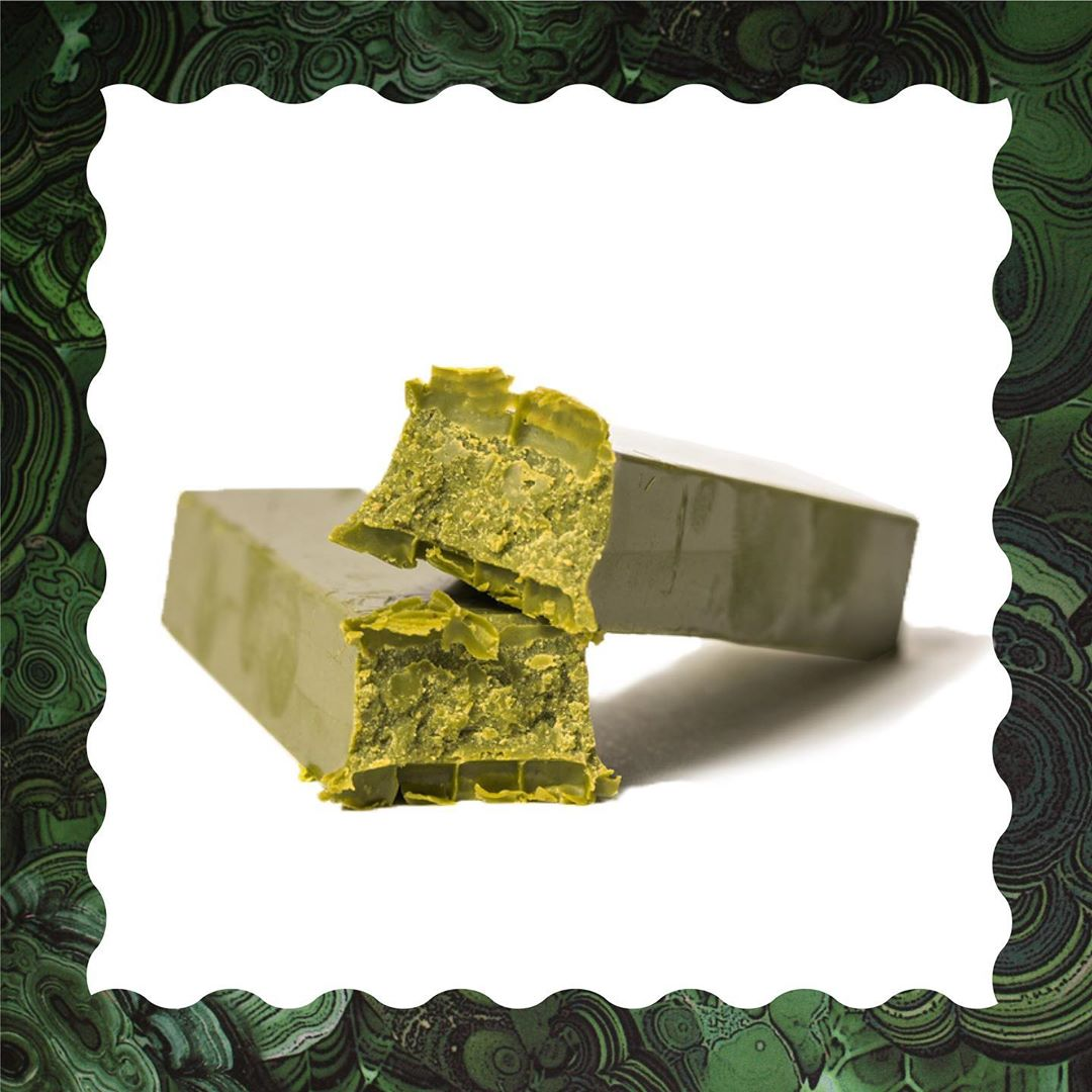 MATCHA LATTE PETITE BAR- Your daily dose of chocolate already portioned out for your ultimate satisfaction. The right amount of matcha to give you that perfect dose of energy.