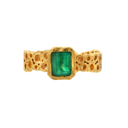 emerald ring <br><i>Hawa Collection</i></br>