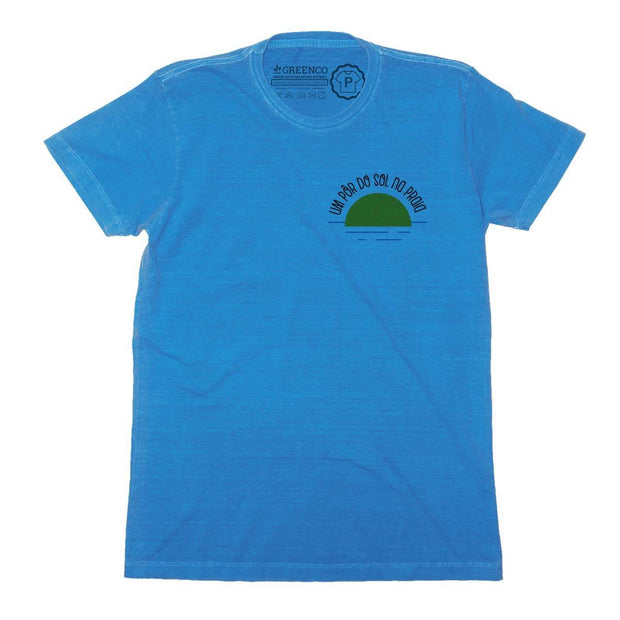 Sustainable Cotton Men's T-Shirt - Um pôr do sol na praia