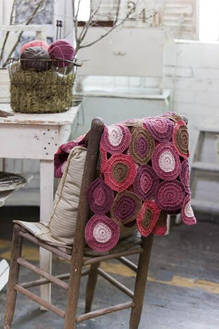 Bold Circles Throw