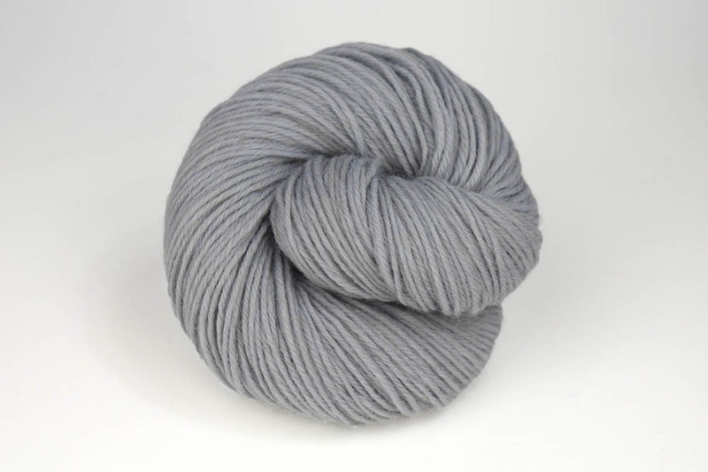Deluxe Worsted - NEW Yarn Universal Yarn 15010 Ice Rustic