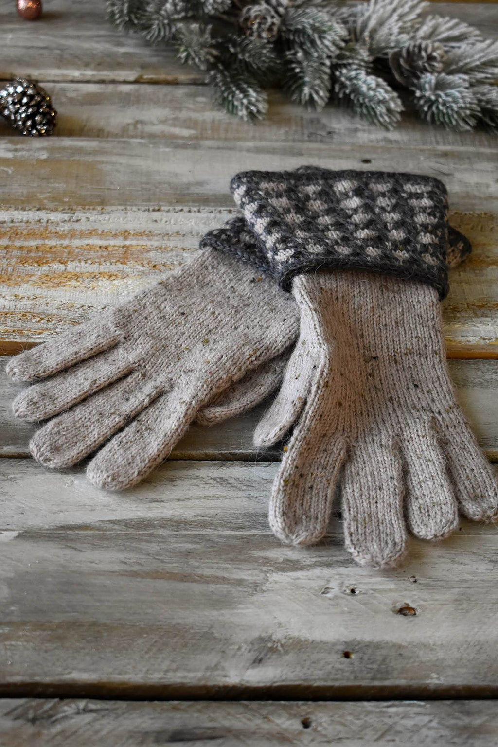 12 Days - Birch Gloves Kit Kit Universal Yarn
